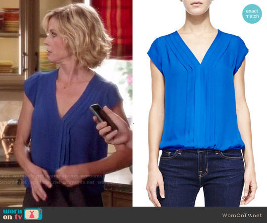 Joie Marcher Top worn by Julie Bowen on Modern Family