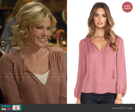 Joie Odelette Blouse in Rouge worn by Julie Bowen on Modern Family
