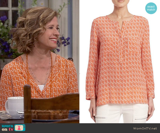 Joie Seahorse Print Silk Tunic Top worn by Nancy Travis on Last Man Standing