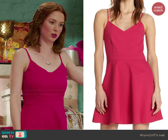 Joie 'Viernan' Dress in Bougainville Pink worn by Ellie Kemper on Unbreakable Kimmy Schmidt