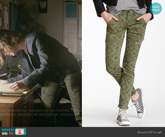 Jolt Aztec Print Pull-On Pant worn by Malia Tate on Teen Wolf