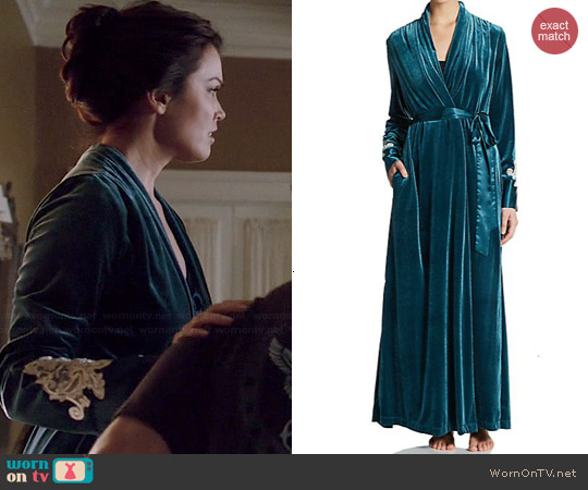Jonquil Emeline Velvet Robe worn by Bellamy Young on Scandal