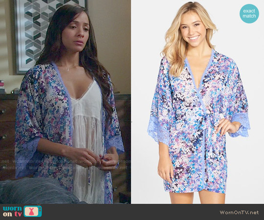 Jonquil 'Petals' Short Chiffon Robe worn by Dania Ramirez on Devious Maids