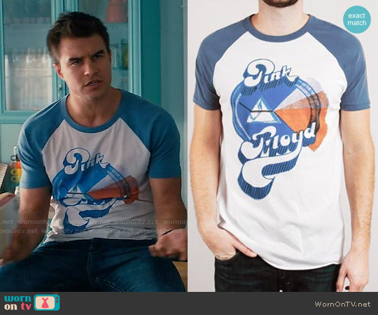 Junk Food Clothing Pink Floyd T-shirit with Raglan Sleeves worn by Rob Mayes on Mistresses
