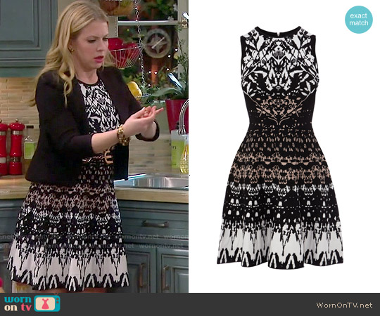 Karen Millen Texture Knit Dress worn by Melissa Joan Hart on Melissa & Joey