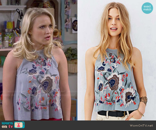 Kimchi Blue Embroidered 360 Tank worn by Emily Osment on Young & Hungry