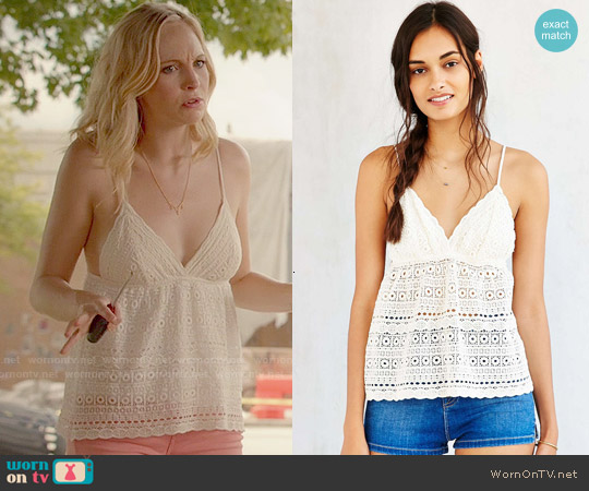 Kimchi Blue Wild Child Eyelet Camisole worn by Candice Accola on The Vampire Diaries