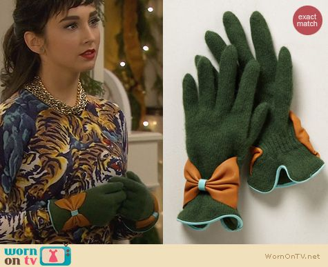 Last Man Standing Outfits: Anthropologie Bow Bracelet Gloves worn by Molly Ephraim