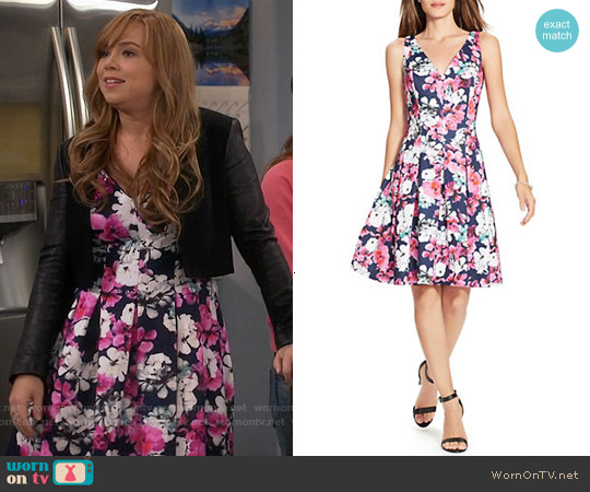 Lauren Ralph Lauren Floral Neoprene V-Neck Dress worn by Amanda Fuller on Last Man Standing
