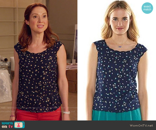 LC Lauren Conrad Scalloped Edge Top worn by Ellie Kemper on Unbreakable Kimmy Schmidt