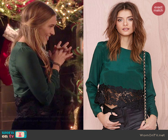 Line & Dot Betty Blouse worn by Lennon Stella on Nashville