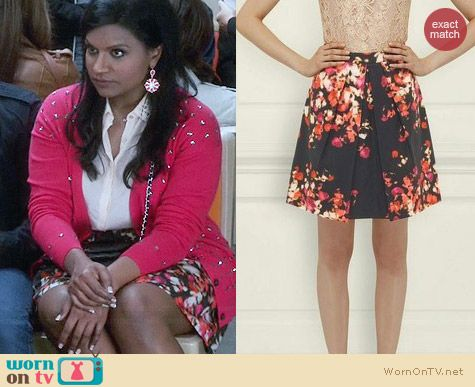 LK Bennett Leticia Optic Floral Print Pleat Skirt worn by Mindy Kaling on The Mindy Project