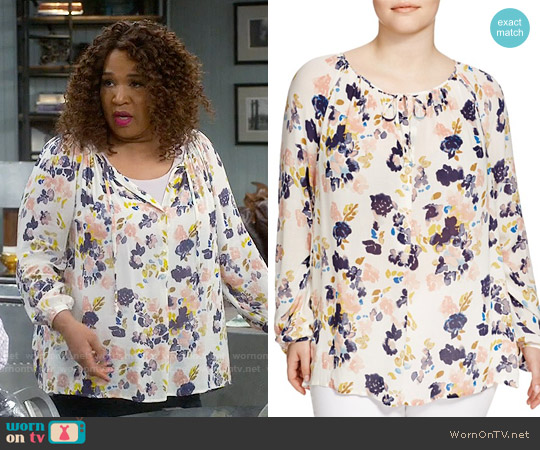 Lucky Brand Floral Print Keyhole Blouse worn by Kym Whitley on Young & Hungry