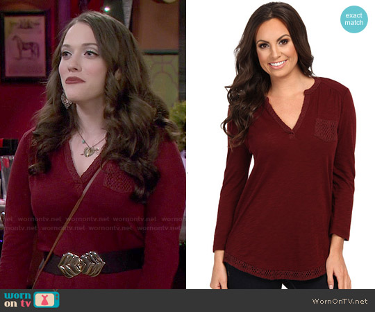 Lucky Brand Crochet Mix Top in Fall Red worn by Kat Dennings on 2 Broke Girls