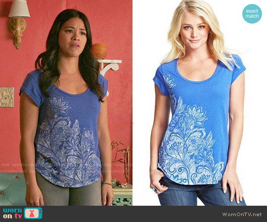 Lucky Brand Dazzling Blue Floral Tee worn by Gina Rodriguez on Jane the Virgin