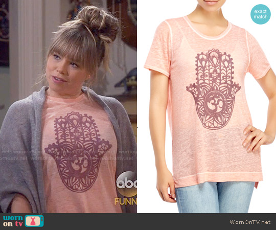 Lucky Brand Painted Hamsa Tee worn by Amanda Fuller on Last Man Standing