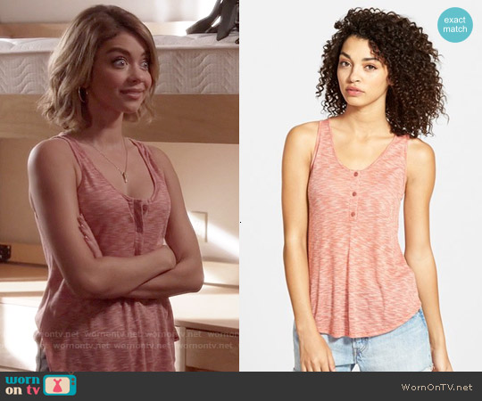 Lush Ribbed Henley Tank worn by Sarah Hyland on Modern Family
