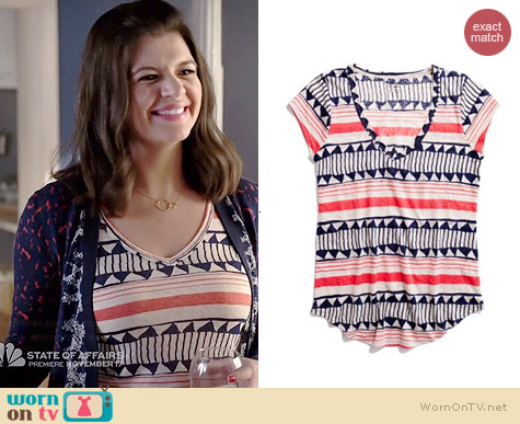 Madewell Shapeshift Daybreak Tee worn by Casey Wilson on Marry Me