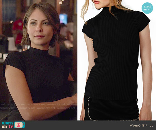 Maje Maestro Ribbed Mock Neck Top worn by Willa Holland on Arrow