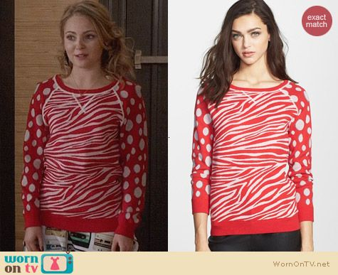 Marc by Marc Jacobs Shebra Red Sweater worn by Annasophia Robb on The Carrie Diaries