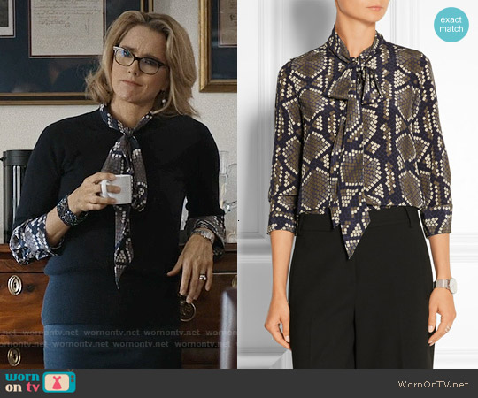 Marc Jacobs Pussy-bow snake-print silk-crepe blouse worn by Téa Leoni on Madam Secretary