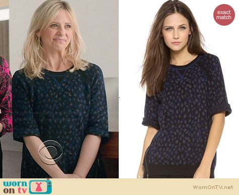 Marc by Marc Jacobs Sasha Sweater worn by Sarah Michelle Gellar on The Crazy Ones