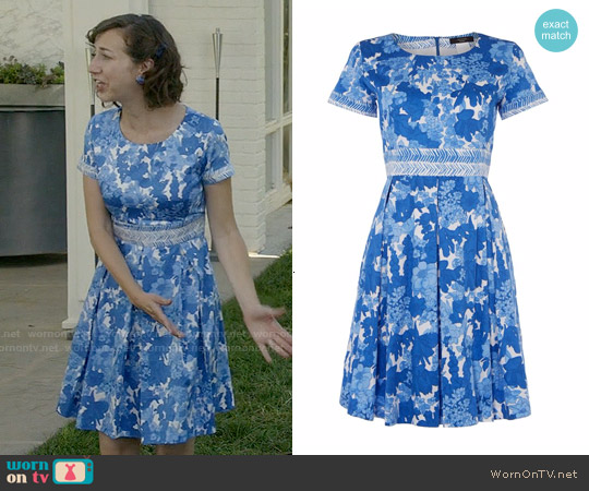 Weekend Max Mara Zero Floral Print Cap Sleeve Dress worn by Kristen Schaal on Last Man On Earth