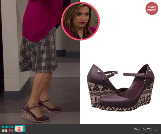 Mel by Melissa Popstar Wedges worn by Cristela Alonzo on Cristela