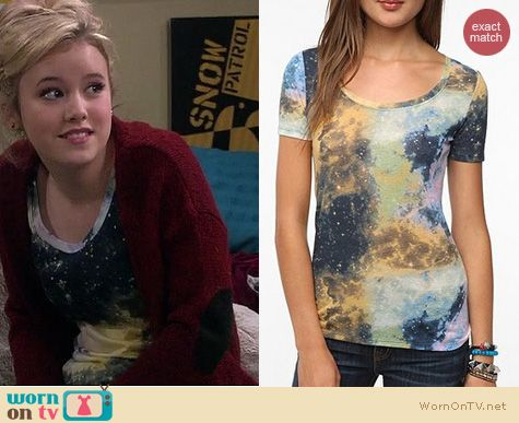 Melissa & Joey Fashion: BDG Galaxy printed scoopneck tee at Urban Outfitters worn by Taylor Sprietler