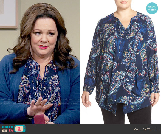 Melissa McCarthy Seven7 Print Pintuck Handkerchief Hem Top in Peacoat / Painterly Paisley worn by Melissa McCarthy on Mike & Molly