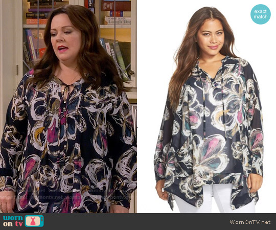 Melissa McCarthy Seven7  Pintuck Handkerchief Hem Top worn by Melissa McCarthy on Mike & Molly