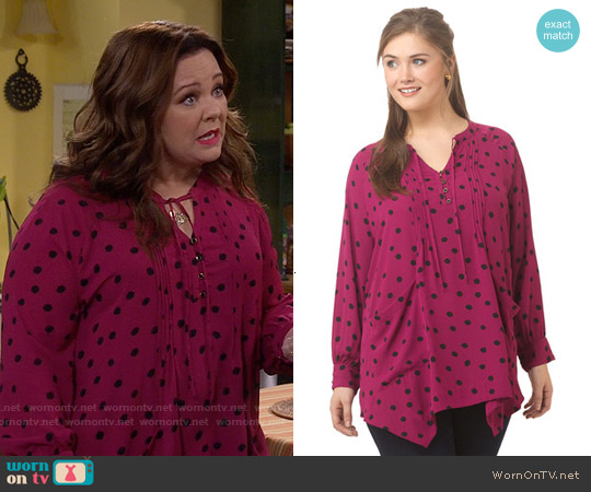 Melissa McCarthy Seven7 Pintuck Sharkbite Top in Splattered Dots worn by Melissa McCarthy on Mike & Molly
