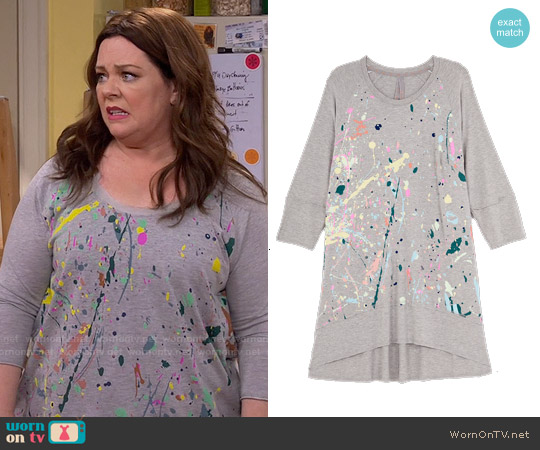 Melissa McCarthy Seven7 Splatter Tee worn by Melissa McCarthy on Mike & Molly