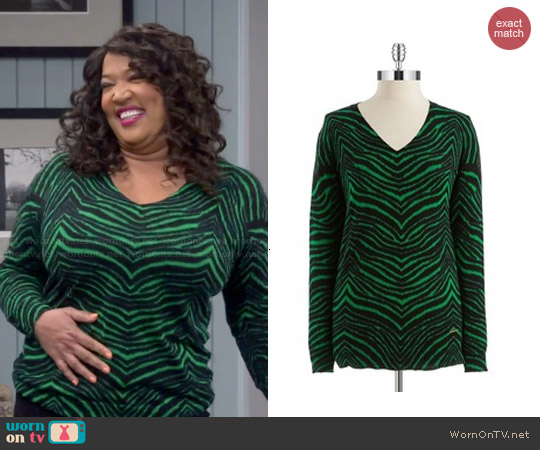 MICHAEL Michael Kors Green Zebra Print V-neck Sweater worn by Kym Whitley on Young & Hungry