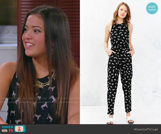 worn by Jasmine Kang (Piper Curda) on I Didnt Do It