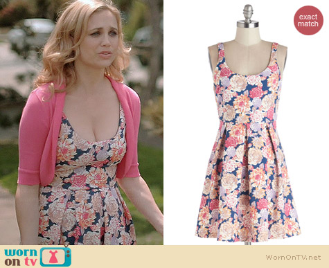 ModCloth Market Sharing Dress by MinkPink worn by Fiona Gubelmann on Wilfred