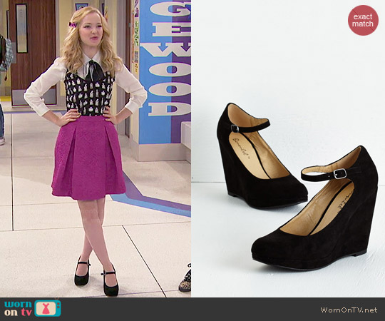 ModCloth That's Classy-fied Heel in Nightfall worn by Dove Cameron on Liv & Maddie