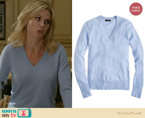 Modern Family Fashion: J. Crew Dream V-neck sweater worn by Julie Bowen