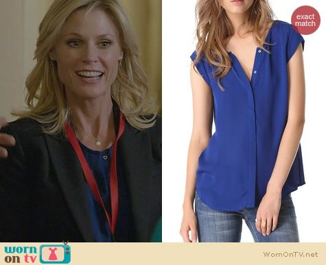 Modern Family Fashion: Joie Dimante Top in blue worn by Julie Bowen