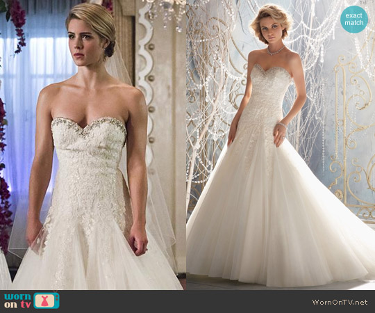 Morilee Wedding Dress 1964 worn by Emily Bett Rickards on Arrow