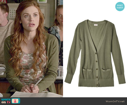 Mossimo Boyfriend Cardigan worn by Lydia Martin on Teen Wolf