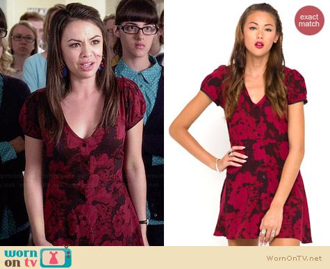 Motel Tahnee Tea Dress in Floral Maroon worn by Janel Parrish on PLL