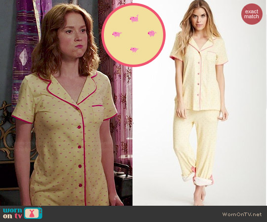 Munki Munki Teeny Pigs Pajama Set worn by Ellie Kemper on Unbreakable Kimmy Schmidt