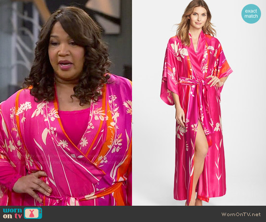 Natori Izabella Robe worn by Kym Whitley on Young & Hungry