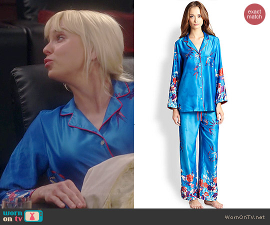 Natori Floral Print Charmeuse Pajamas worn by Anna Faris on Mom
