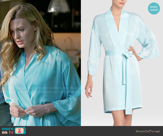 Natori Kasalan Wrap in Blue / Ivory worn by Brooke D'Orsay on Royal Pains