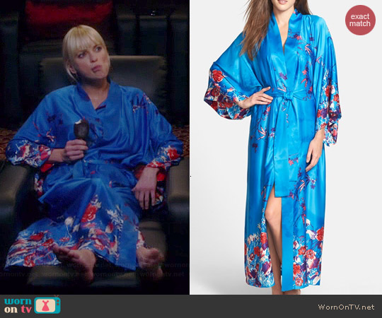Natori Nadja Robe worn by Anna Faris on Mom