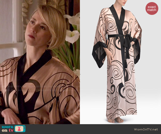 Josie Natori Scroll Burnout Robe worn by Karine Vanasse on Revenge