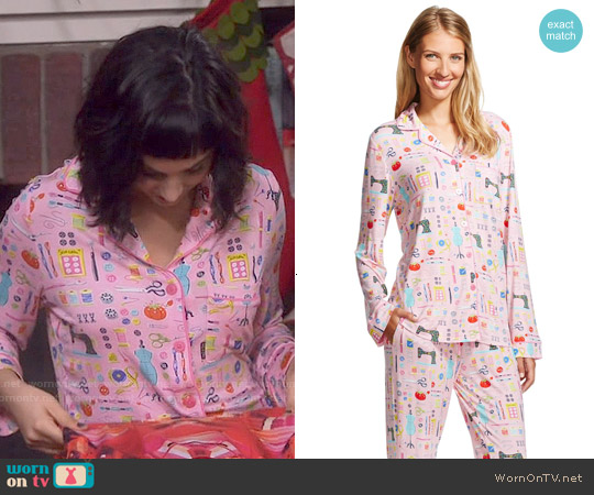 Target Nick & Nora Pajama Set in Pouty Pink worn by  Molly Ephraim on Last Man Standing