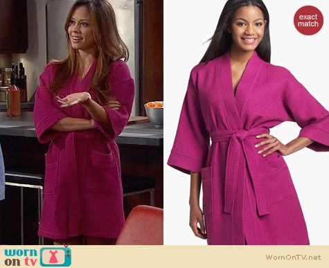 Nordstrom Cotton Waffle Robe in Fuschia worn by Vanessa Lachey on Dads